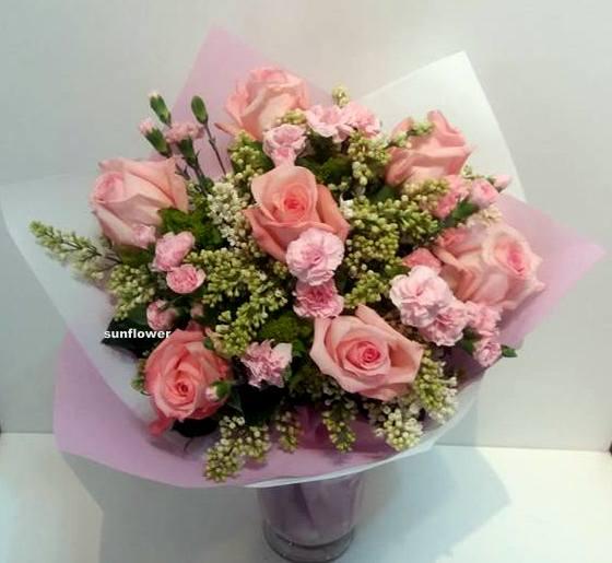 buket-s-rozovi-rozi-i-liulqk-1