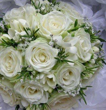 Букеты цветов сватбен букет рози невесты