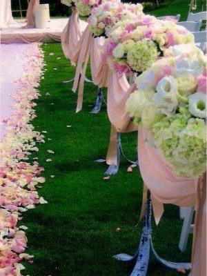ukrasa-za-svatba-s-rozovi-rozi-eustomi-i-hortenzii